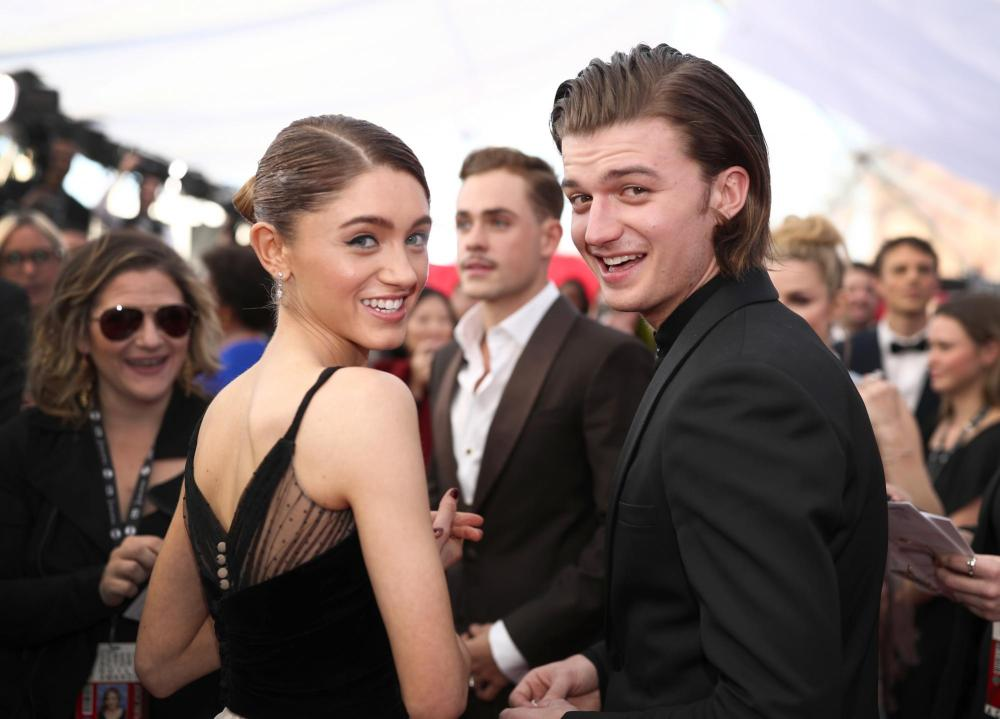 Natalia Dyer and Joe Keery red carpet SAG Awards 4Chion Lifestyle