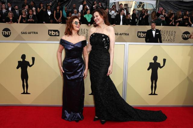 Susan Sarandon (L) and Geena Davis red carpet SAG Awards 4Chion Lifestyle