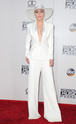 lady-gaga-amas-red-carpet-4chion-lifestyle