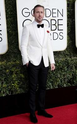 ryan-gosling-gucci-golden-globes-award-4chion-lifestyle