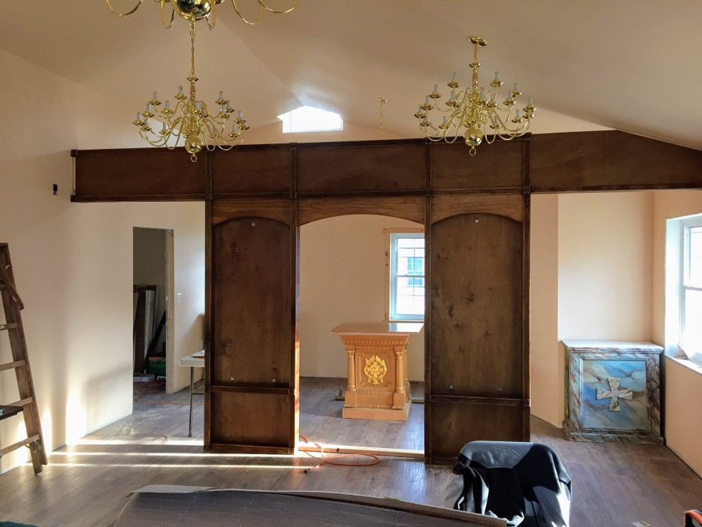 Installing the iconostasis in the nave — New Building Project