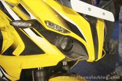 Bajaj-Pulsar-RS200-Yellow-headlight-at-Launch-1024x682