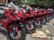 Yamaha-R15-v3.0-Vietnam-dealership-front-three-quarter (1)