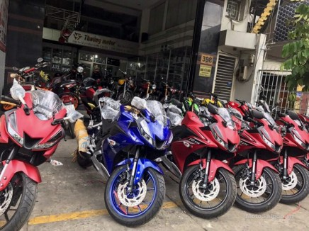 Yamaha-R15-v3.0-Vietnam-dealership-front