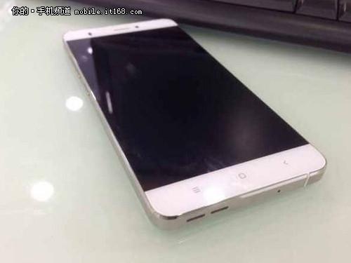 Xiaomi-smartphone-with-edge-to-edge-screen