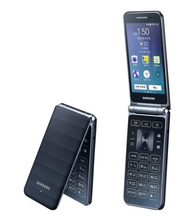 Samsung-Galaxy-Folder-clamshell-phone-a