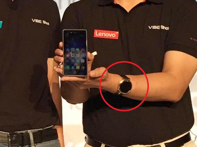Lenovo-executive-Dillon-Ye-is-caught-wearing-the-Motorola-Moto-360-2.jpg