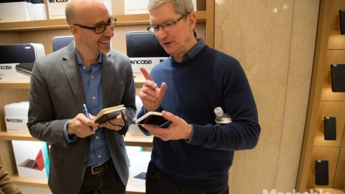 Tim-Cook-and-the-hump