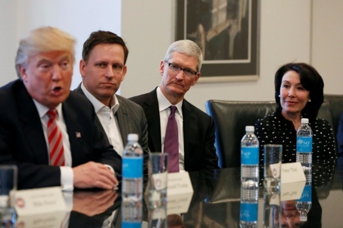 Tim Cook Donand Trump 4gnews Apple