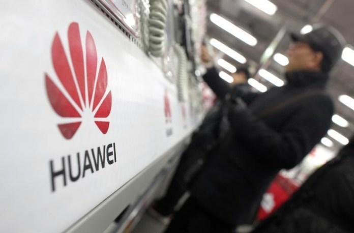 Huawei Pay Huawei HiAssistant Google Samsung Bixby