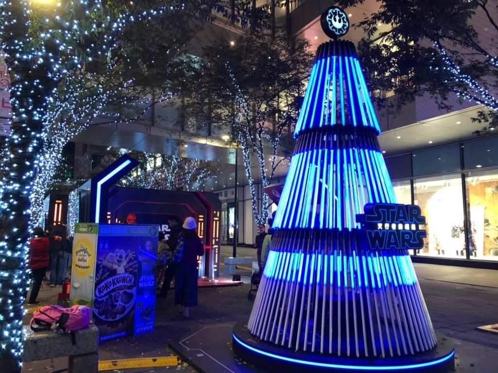 星戰迷集合囉! 光劍聖誕樹本周六點燈|四季線上4gTV