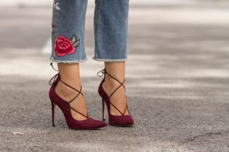 adicta-a-los-zapatosmujerinfluencer_especializada_calzadosalones_atados_ante_burgundyaldo_shoesthyliaimg_0394