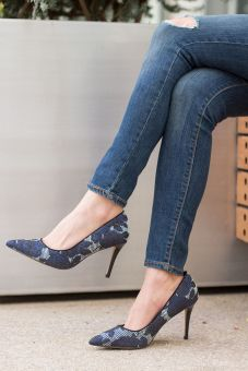 sydne-style-wears-sole-society-pointy-pumps-with-skinny-jeans-for-fashion-blogger-outfit-ideas