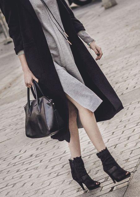 vestido-midi-punto-botines-dolce-gabanna-inspiracion-black-and-grey-negro-y-gris_www-shoesandbasics-com_patti-santamaria-cadiz-outfit-streetstyle_28