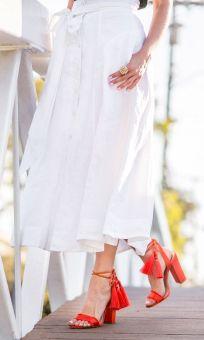 Sydne-Style-wears-Carlisle-white-linen-skirt-for-summer-outfit-ideas