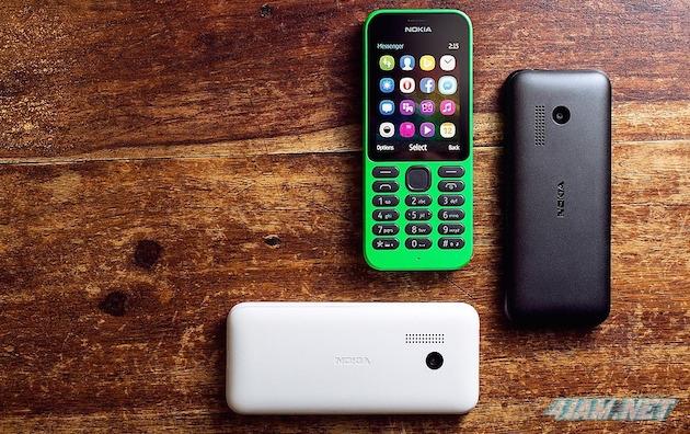 Microsoft Nokia 215 - самый дешевый телефон с интернетом