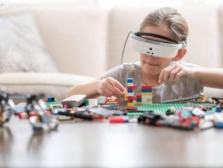 Умные очки для слабовидящих людей eSight 3