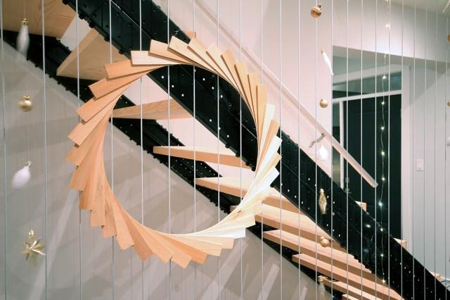 Dreamhouse Project DIY ornament string garlands & DIY wood shim wreath