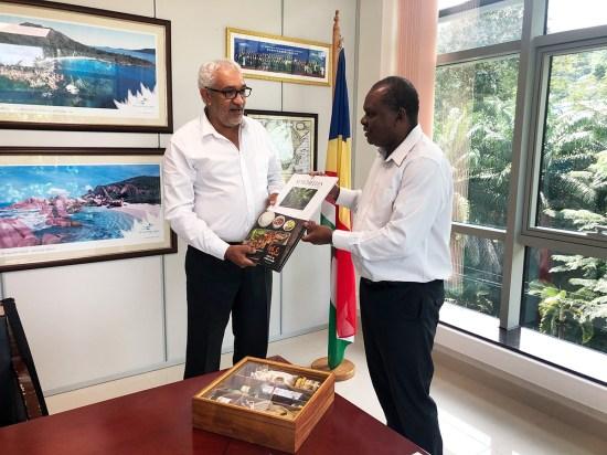 Didier DOGLEY Président des Iles Vanille et Azzedine BOUALI
