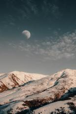 moon-over-snowcapped