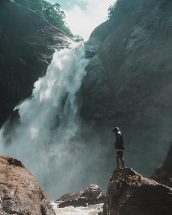 rock-cliff-in-front-of-waterfalls