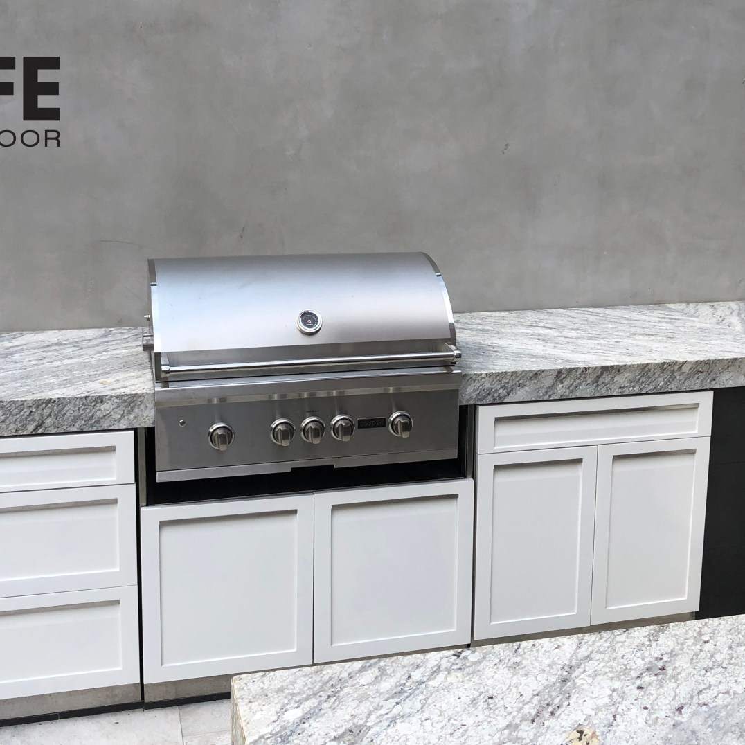 Coyote grill with 4 Life Outdoor