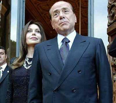 Berlusconielamoglie1 - 'Un unico limite, la mia dignità di donna', Veronica Lario pretende le scuse di Berlusconi