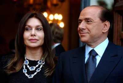 Berlusconielamoglie2 - 'Un unico limite, la mia dignità di donna', Veronica Lario pretende le scuse di Berlusconi