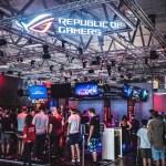 Gamers line up to experience VR at ROG booth during for Gamescom 2018 - Gamescom 2018, Asus presenta le nuove schede grafiche NVIDIA RTX e tanti nuovi prodotti dedicati al gaming