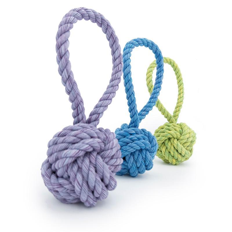 3 Größen und Farben des Nuts for Knots Balls mit Schlaufe von Happy Pet