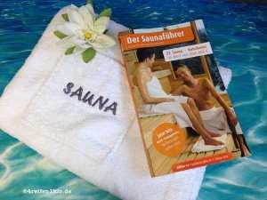 Saunaführer und weißer Frotteekilt
