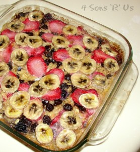 Berry Banana Oatmeal Bake