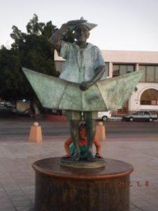 la-paz-a-in-statue