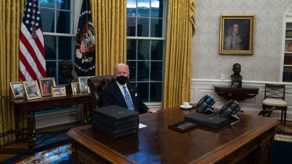 Cesar Chavez bust placed in Biden's oval office