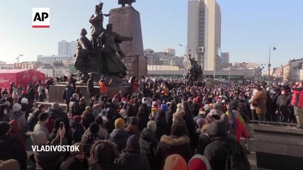 Russia arrests protesters demanding Navalny release