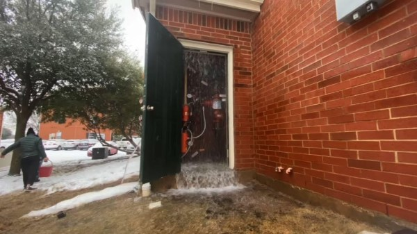 Power outages, cold causing Texas pipes to burst