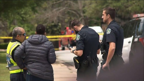 Suspect on the run in fatal shooting of 3 in Texas