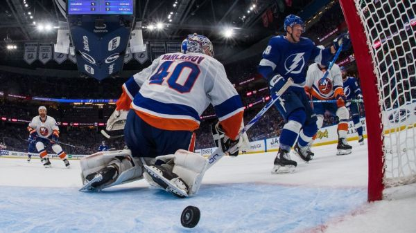New York Islanders' Barry Trotz calls out refs for missed call in Game 2 loss