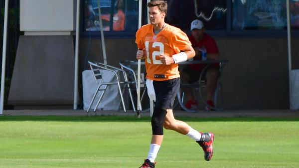 Tampa Bay Buccaneers Brady has full practice on 1st day of minicamp