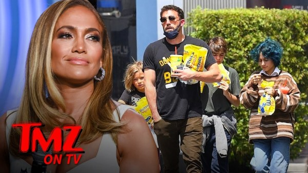 Ben Affleck Takes His Kids And JLO's Out For A Snack! | TMZ TV