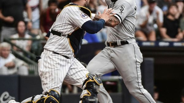 Yoan Moncada initially ruled safe after missing home plate; call triggers two challenge requests