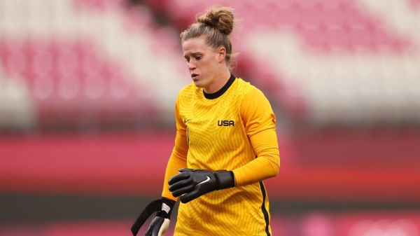 USWNT goalkeeper Alyssa Naeher forced off injured in semifinal vs Canada