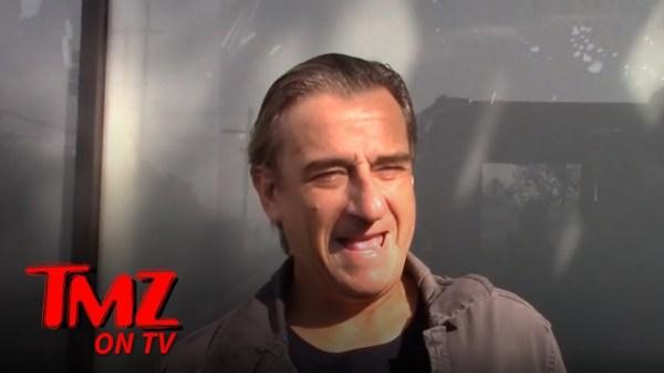 The TMZ Celebrity Tour Meets the Fake De Niro | TMZ TV