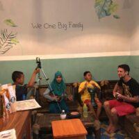 """Merci Couchsurfing ... L'orphelinat """"Fatimah Az-Zahra"""" sur l'île de JAVA : une leçon humaine et expérience gravée dans nos 4 cœurs à jamais !!!"""