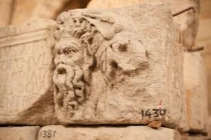 Romaanse stenen in het Stenenmuseum in Narbonne