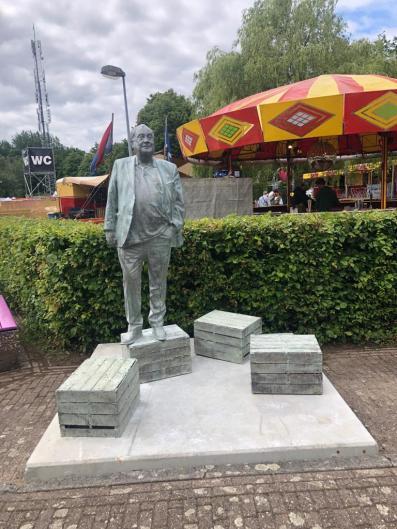 Standbeeld Jan Smeets op het Pinkpop festival terrein