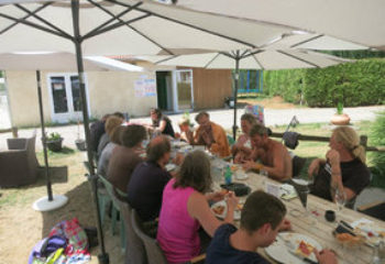 4wdtravel150805d_lunch_andelot_3_286_215