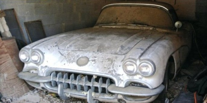 -4WAAM-Corvette-in-the-Barn