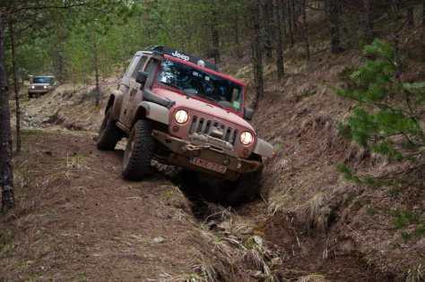 Jeepovi se spuštaju ka Kamišni