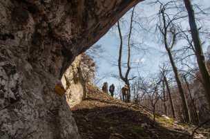 Through the Samar stone arch